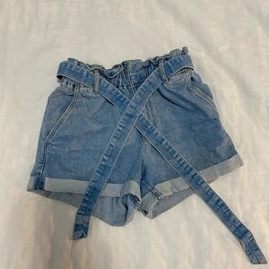 Paper-bag denim shorts from Garage. Comfy and cute